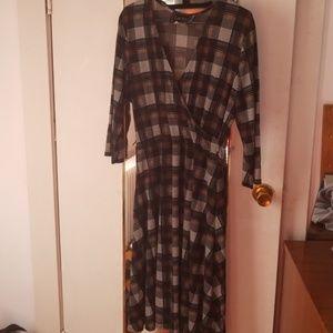 EUC Leota XL The Perfect Wrap Dress in brown plaid